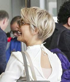Julianne Hough Pixie Cut - Hair Dress - Models - New Hair Dress Season Cheveux Julianne Hough, Julianne Hough Haircut, Medium Hair Cuts, Short Hair Cuts, Short Hair Styles, Pixie Cuts, Short Pixie, Pixie Hairstyles, Pixie Haircut