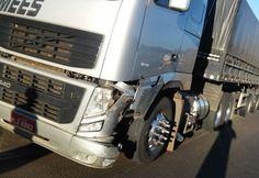 Um acidente envolveu uma carreta e um automóvel no trevão de Irani (SC), na manhã desta sexta-feira (16). A colisão ocorreu pouco antes das 8 horas. Uma carreta Volvo, com placas de Itapiranga