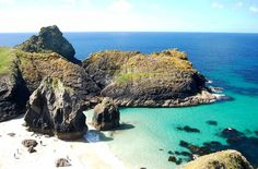 Guest experience: My in Kynance Cove, Cornwall British Beaches, Uk Beaches, Jamaica Pictures, Beach Pictures, Devon And Cornwall, Cornwall England, Kynance Cove Cornwall, Great Places, Places To See