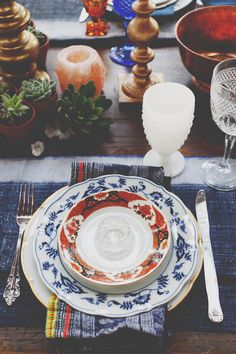 Post image for Vintage Tabletop Decor to Inspire Wedding Day Magic