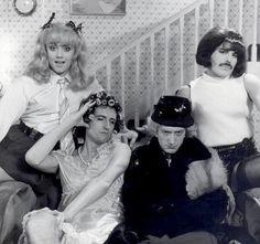 A very glamourus Queen- Roger Taylor, Brian May, John Deacon and Freddie Mercury ! Die Queen, I Am A Queen, Save The Queen, Queen Brian May, Rock Queen, Queen Queen, Queen Freddie Mercury, Kill La Kill, Queen Band