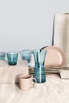 Sea blue is a soothing and caring colour. People seek the sea when looking for a break. Closeness to the sea brings harmony and has the power to give and nurture life. Combination of sea blue Kartio glassware and Teema ceramics in powder. Dining Plates, Dining Ware, Drinking Glass, Nordic Design, Still Life Photography, Fine China, Four Seasons, Finland Summer, Table Settings
