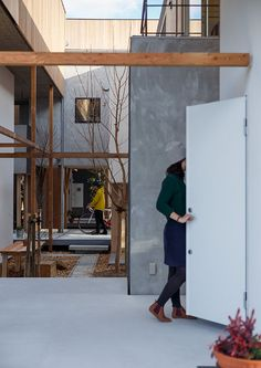 courtyard_ Dragon Court Village | Eureka Condominium Architecture, Architecture Courtyard, Japanese Architecture, Contemporary Architecture, Architecture Design, Modern Japanese Interior, Japanese Modern, Japanese House, Community Space