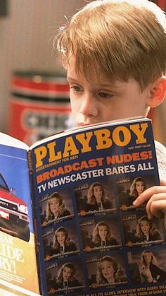 Macaulay Culkin in Home Alone, 1990 Kevin Home Alone, Home Alone 1990, Home Alone Movie, Christmas Mood, Christmas Movies, Holiday Movies, Playboy, Kevin Mccallister, Vintage Posters