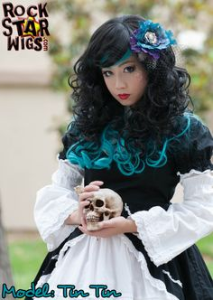 (http://www.gothiclolitawigs.com/goddess-collection-black-teal/)