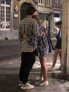 #wattpad #fanfiction IG   En donde Louis se enamora de su mejor amiga. Relationship Goals Pictures, Cute Relationships, Secret Relationship, Cute Couples Goals, Couple Goals, Cute Couple Pictures, Couple Photos, The Love Club, Teen Romance