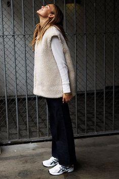 Veneda Budny by Polina Vinogradova / Amuse September 2016 Zapatillas New Balance, Winter Mode, Mode Outfits, Fashion 2020, Street Style Women, Minimalist Fashion, What To Wear, Winter Fashion, Normcore