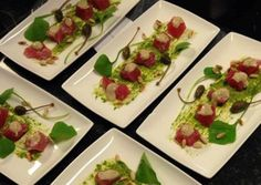 Grove tonijntartaar met rucolapesto kappertjes en anjovisdressing Diner Party, Deli Food, Cooking Recipes, Healthy Recipes, Healthy Food, Fish And Seafood, Fish Recipes, Starters, Tapas