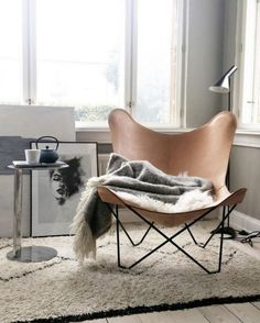 12 Fabulous Reading Chair Design Ideas for Your Inspiration - Home and Camper Living Room Interior, Living Room Chairs, Home Living Room, Home Interior Design, Living Room Decor, Dining Chairs, Leather Butterfly Chair, Deco Design, Design Trends