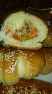 mini-croissants-facon-pizza4 Mini Croissants, Cake Factory, Sauce Tomate, Turkish Recipes, Beignets, Bagel, Pizza, Bread, Food