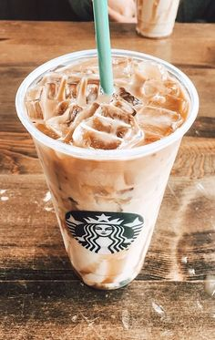 Weight Loss Food Must Haves Starbucks Hacks, Copo Starbucks, Starbucks Recipes, Coffee Recipes, Bebidas Do Starbucks, Iced Starbucks Drinks, Starbucks Coffee, Iced Coffee, Aesthetic Coffee
