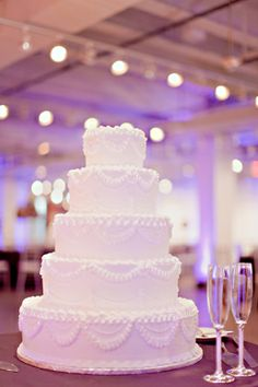 Classic White Wedding Cake | photography by http://www.ivy-weddings.com/