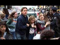 Un tema intimista con el nombre de la familia protagonista, en una película terrorífica, sin tregua, inquietante, asfixiante, a mí los zombies me ponen malo, no puedo dejar de ver la película, pero...