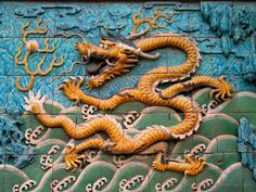 Imperial Palaces of the Ming and Qing Dynasties in Beijing and Shenyang -UNESCO World Heritage site Shenyang, Japanese Dragon, Chinese Dragon, Taipei, Dragon Chine, Ap Art History 250, Palacio Imperial, Hong Kong, Dragons