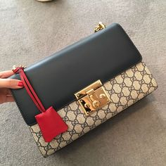 CROCUST Luxury Crocodile Leather Women's Shoulder Bag Crocodile Skin Crossbody Bag Fashion Swagger Bag Fashion Handbags, Purses And Handbags, Fashion Bags, Gucci Fashion, Replica Handbags, Fab Bag, Hermes, Prada, Louis Vuitton Shoes
