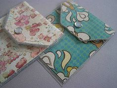 Quick and Easy Vinyl and Paper Card Wallet tutorial Diy Wallet Paper, Paper Purse, Card Wallet, Vinyl Crafts, Paper Crafts, Laminating Paper, Diy Envelope, Envelope Templates, Paper Pocket