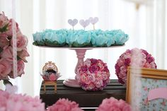 3 anos da Maria Fernanda {Shabby chic} - Joy in the box Third Birthday, 3rd Birthday Parties, Lace Bows, Pink Lace, Paper Flower Backdrop, Paper Flowers, Shabby Chic Hearts, Dessert Places, Succulent Favors