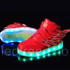 Tøffe røde dragonfly ledsko til barn. Str fra 25-36 så dette er skoene som ikke voksne får leke med  #ledtrend #sko #barnesko #barneleke #barnemote #dragonfly #ledsquad #motesko #motetilbarn #mammaglede #gave #julegave #jul2016 #rødesko #rød #tilbarn #gavetips