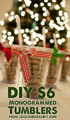 DIY Monogrammed Tumblers – A crafty (and cheap) gift! Gotta see if I can find those dishwasher safe decals at the craft store! Simple Gifts, Easy Gifts, Creative Gifts, Homemade Gifts, Diy Christmas Gifts, Holiday Crafts, Holiday Fun, Diy Monogram, Monogram Tumblers