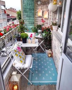 60 Chic Balcony Décor Ideas For Any Home Here's how you can create a comfort space out of your balcony. Check this space out for easy and chic balcony décor ideas. Small Balcony Design, Small Balcony Garden, Small Balcony Decor, Small Patio, Indoor Balcony, Balcony Gardening, Glass Balcony, Small Balconies, Terrace Garden