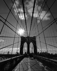 "34 Likes, 2 Comments - @lindafoto.ie on Instagram: ""Shooting into the sun ☀️ crazy lines 📸#brooklynbridge #blackandwhitephotography #lines #sun #bridge…"""
