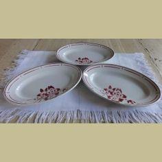 3 Franse brocante ovale schaaltjes met bordeaux rode bloemen - La Brocanti