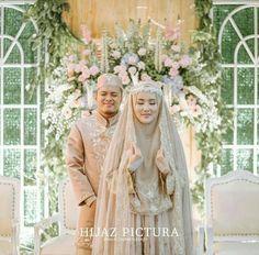 Kebaya Wedding, Muslimah Wedding Dress, Muslim Wedding Dresses, Muslim Brides, Wedding Hijab, Pakistani Bridal Dresses, Wedding Poses, Bridal Hijab, Hijab Bride
