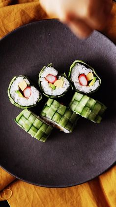 Sushi Trenzado Instead of seaweed(toxic due to fukushima) veggie roll or cooked chicken could work Vegetarian Cooking, Easy Cooking, Healthy Cooking, Cooking Recipes, Cooking Tuna, Cooking Eggs, Cooking Sheet, Oven Cooking, Cooking Tools