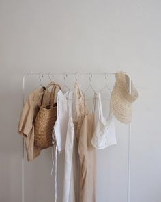 Design interior minimalist clothes racks 52 new Ideas Cream Aesthetic, Brown Aesthetic, Hanging Clothes, Clothes Racks, Ethical Clothing, Ethical Fashion, Slow Fashion, Fashion Tips, Room Closet
