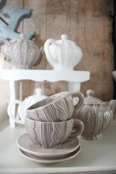 Love the sweater look of these tea cups!
