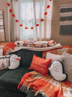 Farmhouse Halloween/Fall- i love the simple decor