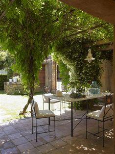 El jardín de una casa de pueblo rehabilitada · ElMueble.com · Casa sana