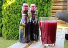 Egyszerű feketeszeder szörp. Food Crafts, Diy Food, Alcoholic Drinks, Beverages, Canning Pickles, Hungarian Recipes, Nigella, Frappe, Hot Sauce Bottles