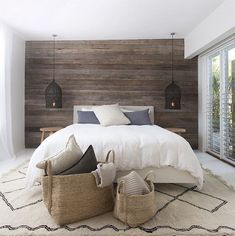Adorable 60 Awesome Rustic Farmhouse Bedroom Decor Ideas https://bellezaroom.com/2017/10/28/60-awesome-rustic-farmhouse-bedroom-decor-ideas/