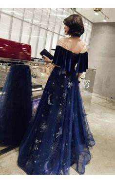 Evening dress female 2018 new banquet noble elegant long section slimming dress . - Evening dress female 2018 new banquet noble elegant long section slimming dress small dress temperament host fairy Source by candlike - Elegant Dresses, Pretty Dresses, Formal Dresses, Prom Dress Shopping, Grad Dresses, Dresses Dresses, Fairy Dress, Fantasy Dress, Mode Style