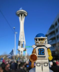 LEGO Collectible Minifigures Series 8 : Football Player @ Seahawks Super Bowl XLVIII Victory Parade