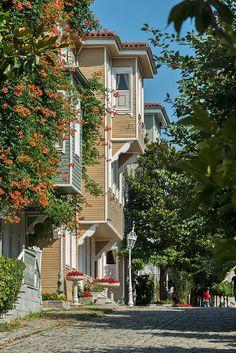 Sogukçeşme Sokagi, a small street with historic houses in the Sultanahmet neighborhood of Istanbul, Turkey