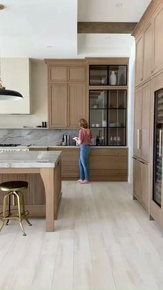 Bathroom Interior Design, Decor Interior Design, Kitchen Interior, Interior Decorating, Plans Architecture, Interior Architecture, Modern Kitchen Design, Home Kitchens, Kitchen Remodel