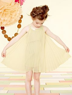 ALALOSHA is your guide to developing your kid unique personal style. Little Girl Outfits, Toddler Outfits, Kids Outfits, Young Fashion, Fashion Kids, Girls Evening Dresses, Girly, Portraits, Stylish Kids