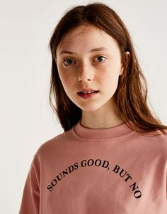 Pull&Bear - woman - clothing - sweatshirts & hoodies - cropped sweatshirt with text - off pink - Shirt Print Design, Tee Shirt Designs, Tee Design, Graphic Shirts, Printed Shirts, New Mode, Aesthetic T Shirts, Personalized T Shirts, Cool T Shirts