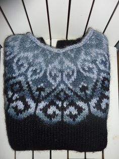 Ravelry: Yesiriel's Sjón in bruin en beige alpaca Fair Isle Knitting Patterns, Fair Isle Pattern, Knit Patterns, Knitting Projects, Crochet Projects, Nordic Sweater, Icelandic Sweaters, Ravelry, Knitted Hats