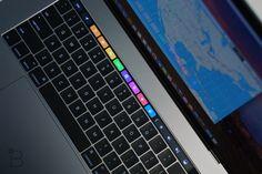 """MacBook Pro 13"""", il nuovo notebook prosumer di Apple, introduce il Touch ID per la sicurezza e un inedito modo di interagire tramite l'innovativa Touchbar. Essere all'avanguardia non vuol dire per forza sapere esse innovatori, ma quanto meno saper seguire le nuove tendenze ed evoluzioni. In campo tecnologico, Apple è senz'altro un produttore all'avanguardia. Nel …"""