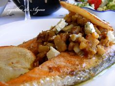 SALMON WITH PEARS AND BLUE CHEESE
