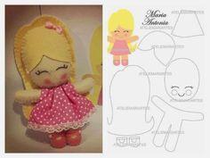 Felt doll with pattern Felt Fabric, Fabric Dolls, Paper Dolls, Rag Dolls, Felt Crafts Patterns, Fabric Crafts, Felt Doll Patterns, Tiny Dolls, Soft Dolls