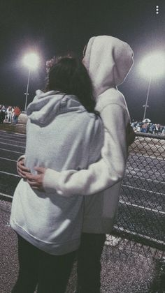 40 Sweet And Goofy Couples In Hoodies To Make You Wanna Fall In Love Right Now - Page 20 of 40 Relationship Goals boyfriend goals Goofy Couples, Teenage Couples, Beaux Couples, Cute Couples Photos, Cute Couple Pictures, Cute Couples Goals, Tumblr Couples, Couples In Love, Love Pics