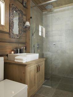 Home Bathroom Wood Cabinets 52 Ideas Log Home Bathrooms, Lodge Bathroom, Diy Bathroom, Guest Bathrooms, Bathroom Styling, Bathroom Ideas, Deco Spa, Log Home Interiors, Log Home Plans