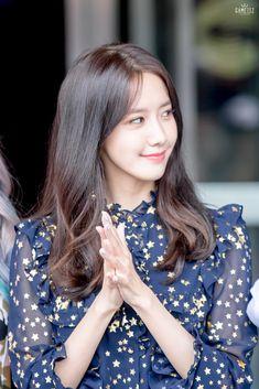 Check out Girls Generation @ Iomoio Sooyoung, Im Yoona, Kim Hyoyeon, Korean Beauty Girls, Korean Girl, Asian Beauty, Yuri, Kpop Girl Groups, Kpop Girls