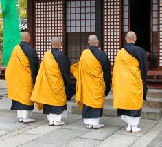 Japanese Buddhist monks - © Radu Razvan   Dreamstime.com