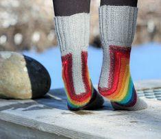 L Knitting Designs, Knitting Socks, Slippers, Fashion, Socks, Breien, Knitting Projects, Knit Socks, Moda