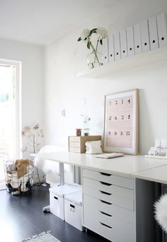 White office- Vitt kontor White office Desktop inspiration in white More inspiration on www. Home Office Space, Office Workspace, Home Office Design, Home Office Decor, House Design, Organized Office, Office Shelf, Office Designs, Desk Space
